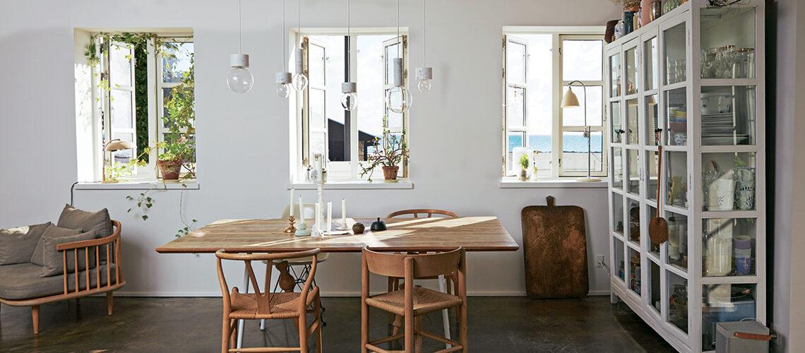 La casa al mare in stile nordico tra colori neutri e arredi di recupero