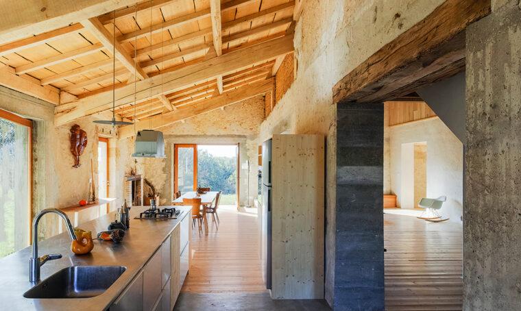 Il fienile rinasce grazie a un progetto di architettura sostenibile