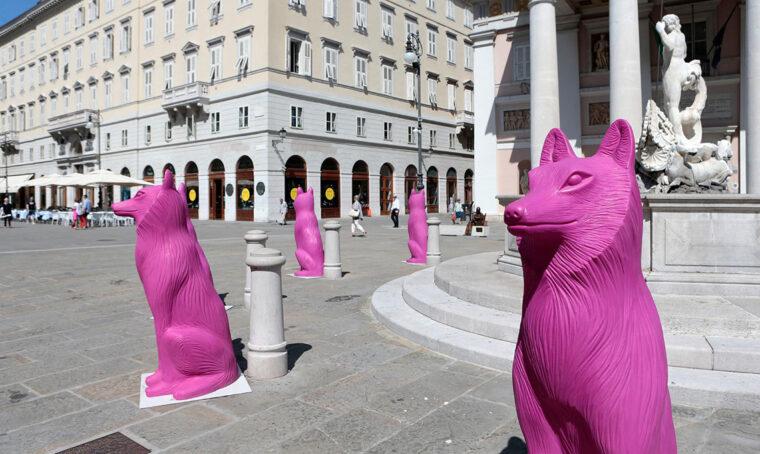 Trieste si popola di sculture di animali colorati