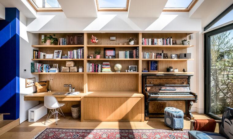 Una casa londinese luminosa che porta la natura indoor