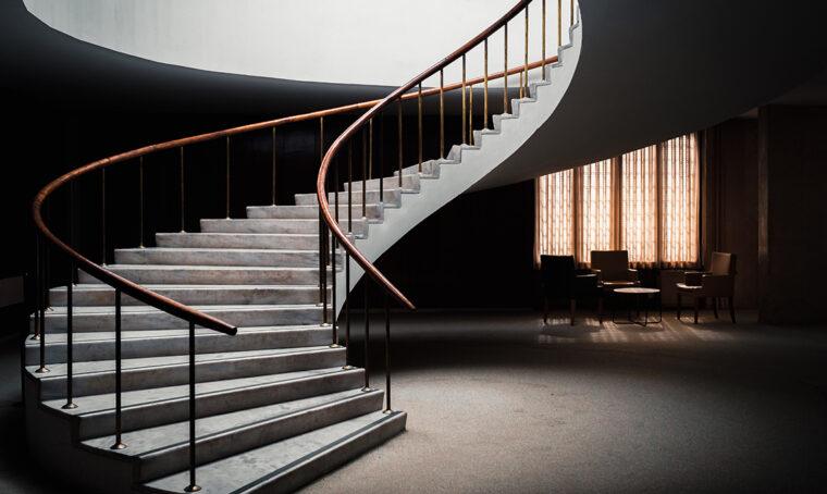 Come mettere in risalto le scale all'interno della casa